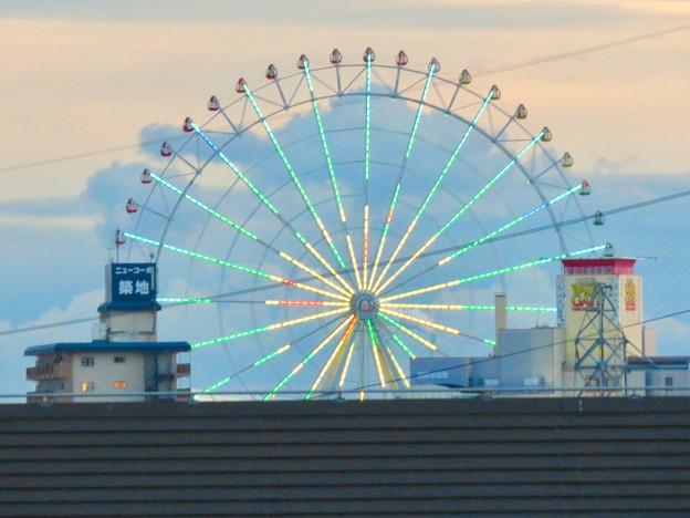ららぽーと名古屋みなとアクルス駐車場から見た景色 - 3:シートレインランドの大観覧車
