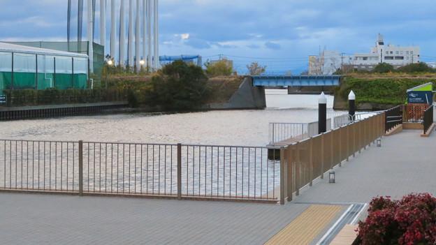 ららぽーと名古屋みなとアクルス前の中川運河水上バス(クルーズ名古屋)の乗船場 - 2