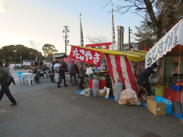 正月の三光稲荷神社前