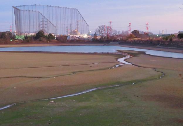 水抜き中の冬の大池 - 8