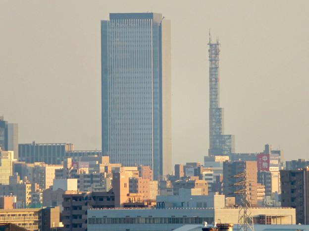 清洲城天守閣から見た景色:グローバルゲートと中京テレビ本社ビル
