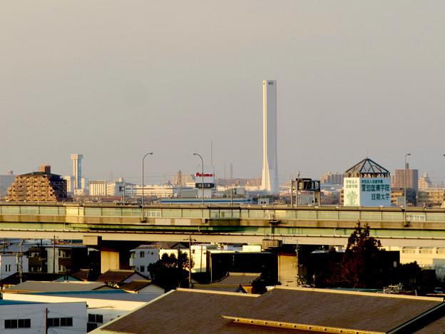 清洲城天守閣から見た景色:三菱電機稲沢製作所のエレベーター試験棟 - 1