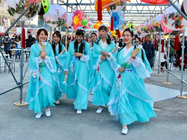 名古屋中国春節祭 2019(昼間)No - 4:民族衣装を着たアイドルグループ?