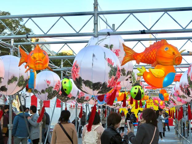 名古屋中国春節祭 2019(昼間)No - 15:鯉の形をてた提灯