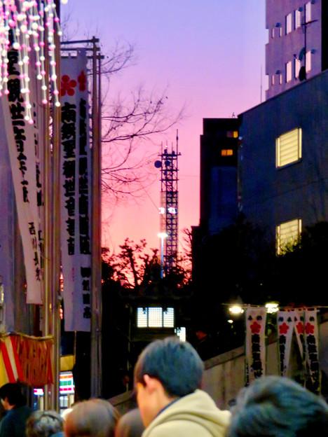 大須商店街:大須観音手前から見た中京テレビ本社ビルの電波塔 - 1