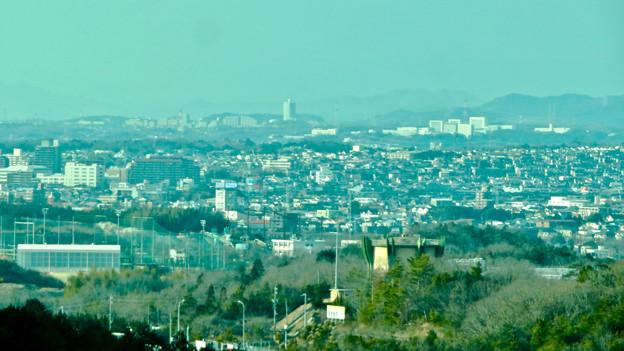 写真: リニモ車内から見えたスカイステージ33
