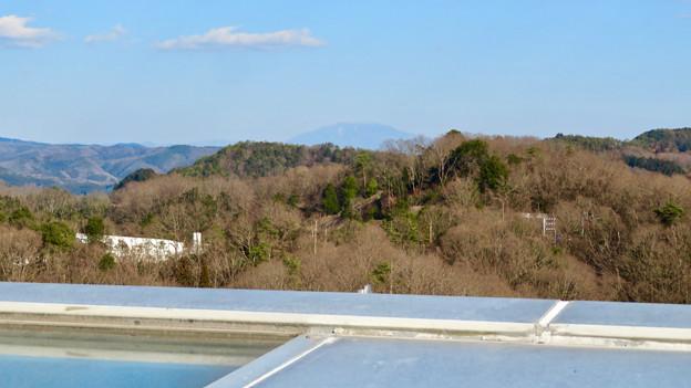 花フェスタ記念公園:花のタワーの展望階から見た景色 - 10(雪はほとんど無かった恵那山)