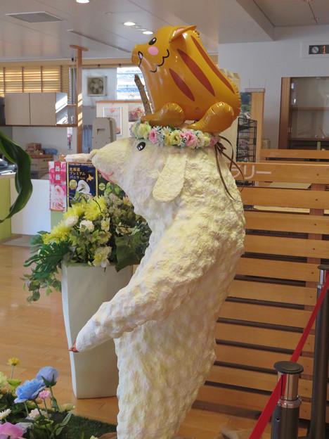 花フェスタ記念公園:花のミュージアム内にいた変なキャラ - 5