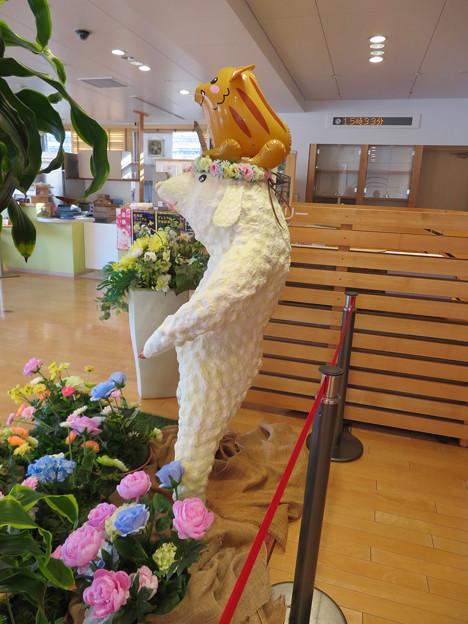 花フェスタ記念公園:花のミュージアム内にいた変なキャラ - 6