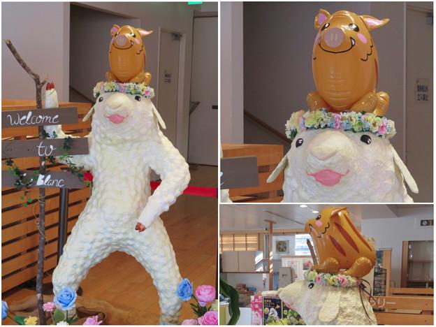 花フェスタ記念公園:花のミュージアム内にいた変なキャラ - 8