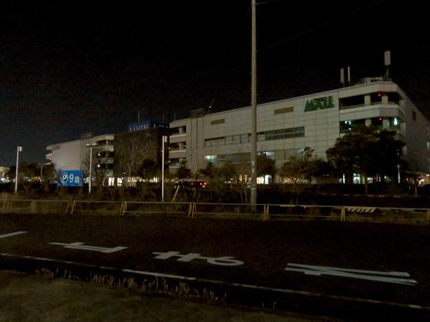 昨日閉店し灯りの消えたザ・モール春日井のステンドグラス - 11