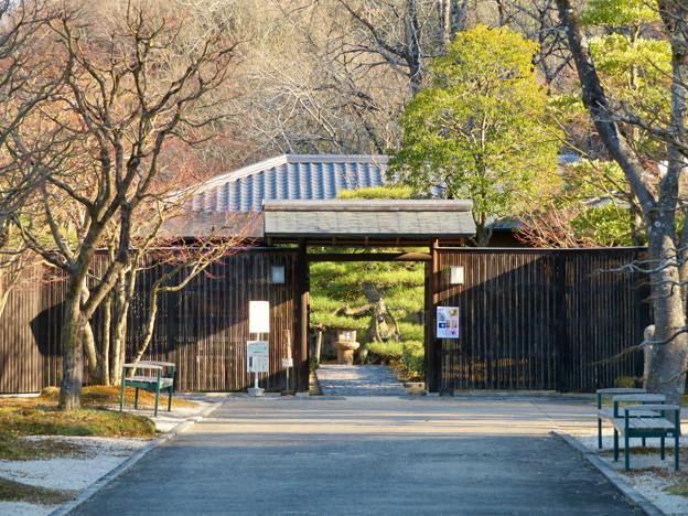 オフシーズン(2月)の花フェスタ記念公園 - 76:茶室「織部庵」入り口