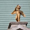 Photos: お菓子の城 No - 14:お城の屋根に取り付けられた天使