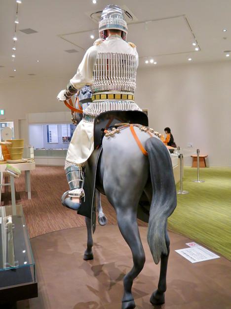 しだみ古墳群ミュージアム「SHIDAMU(しだみゅー)」展示室 No- 17:展示室、志段味大塚古墳の王の想像模型