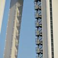 Photos: 近くから見上げたツインアーチ138 No - 7:側面の非常階段