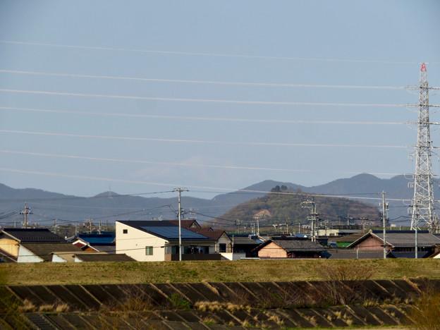 木曽川沿いから見えた、たぶん御嶽山 - 1