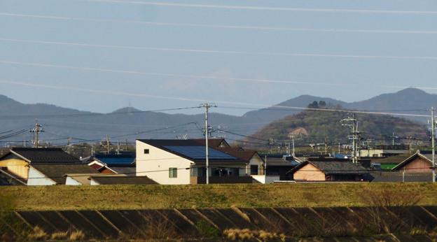 木曽川沿いから見えた、たぶん御嶽山 - 3