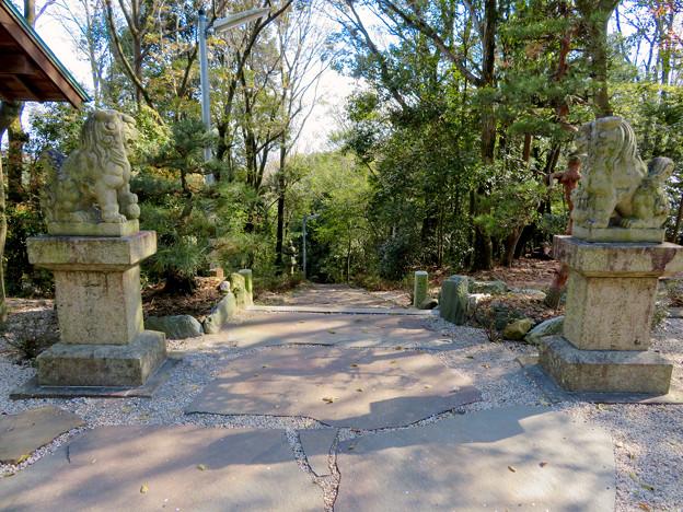 尾張戸神社 - 19:瀬戸方面の階段