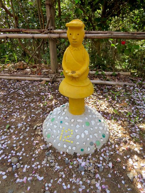 尾張戸神社 - 33:埴輪型のオブジェ?