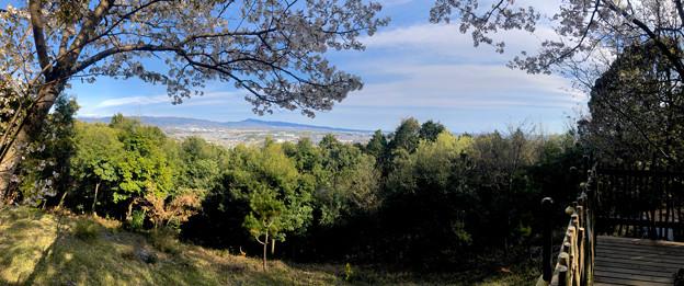 尾張戸神社の展望デッキから見た瀬戸方面の景色 - 4:パノラマ