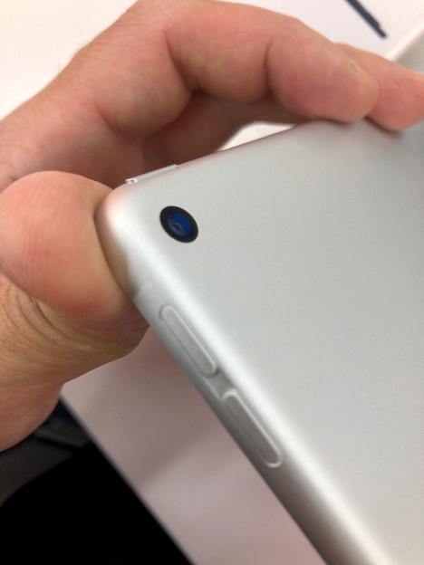 iPad Air 2019 No - 2:背面カメラの出っ張りがなくなる