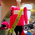 Photos: オートレースを宣伝する、やけに怒り肩なナナちゃん人形 - 2