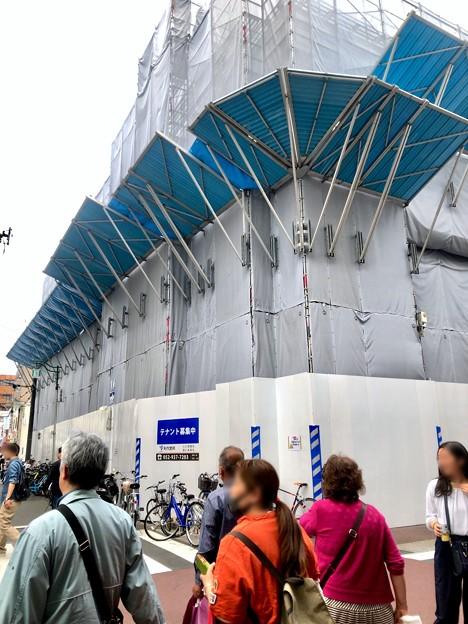 Photos: 中公設市場跡地に建設中の建物(2019年4月21日) - 2