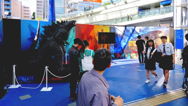 Photos: オアシス21で開催中の「ゴジラ・ウィーク・ナゴヤ」 - 10:会場横に展示されてたゴジラ