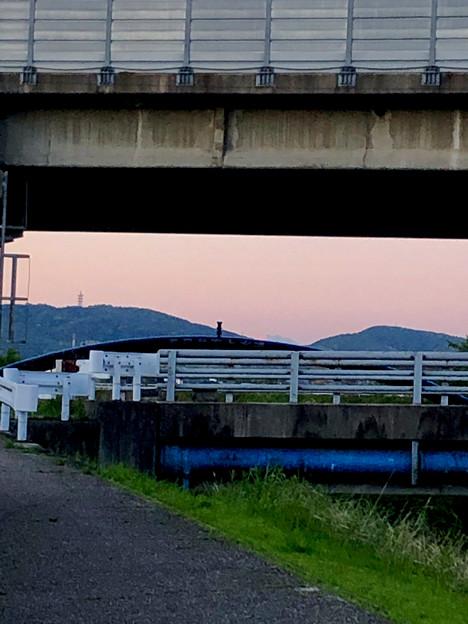 八田川沿いから見えた、たぶん御嶽山 - 1