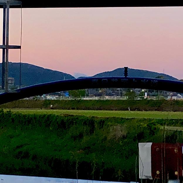 八田川沿いから見えた、たぶん御嶽山 - 4