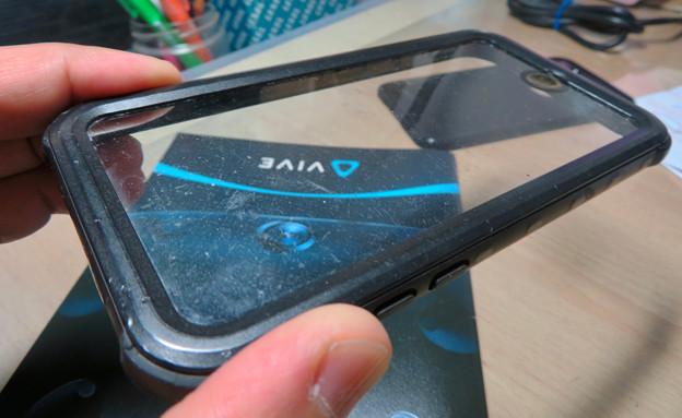 KYOKAのiPhone 7&8用の格安防水・耐衝撃ケース:1年半使って付いた細かい傷 - 3