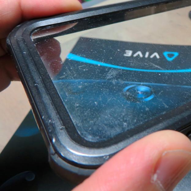KYOKAのiPhone 7&8用の格安防水・耐衝撃ケース:1年半使って付いた細かい傷 - 4