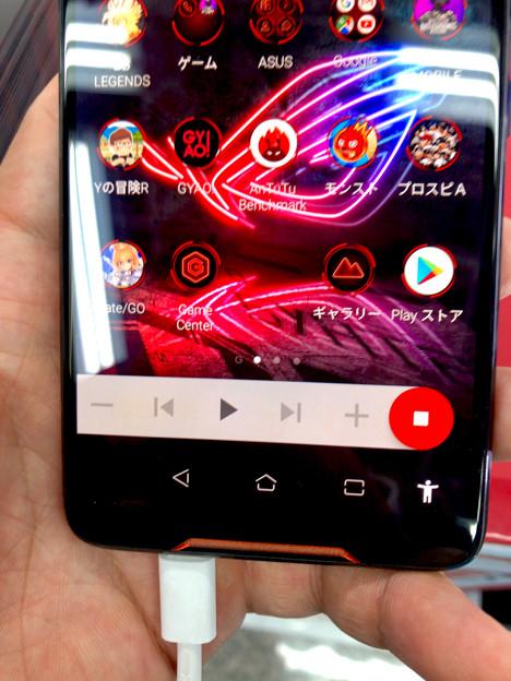 メモリ8GBでやたら動きがキビキビしてたASUSのゲーミングスマホ「ROG Phone」 - 6:メディアプレーヤー操作機能?