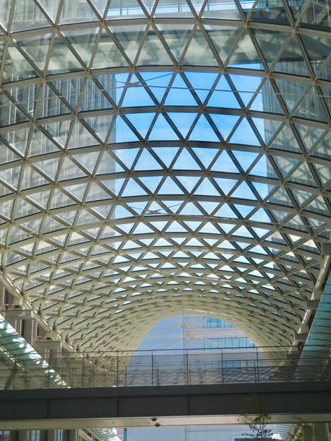 愛知大学校舎間のガラス天井
