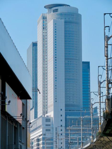 東海道新幹線の高架越しに見たセントラルタワーズ - 2