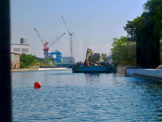 クルーズ名古屋(2019年5月)No - 12:ショベルカーが積まれた工事用の船