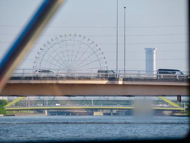 クルーズ名古屋(2019年5月)No - 67:橋越しに見えたシートレイランドの観覧車と新名古屋火力発電所の塔