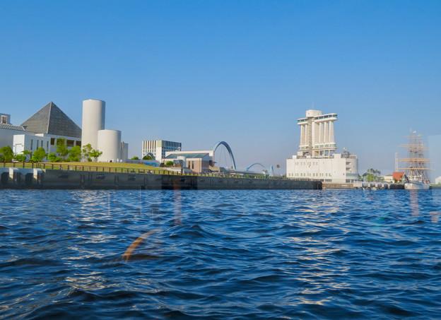 クルーズ名古屋(2019年5月)No - 156:船内から見た名古屋港水族館とポートビル