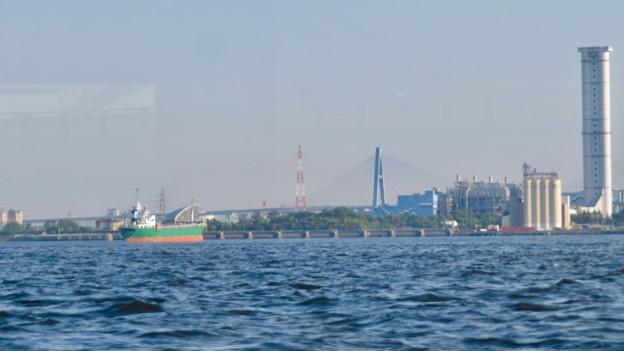 クルーズ名古屋(2019年5月)No - 160:船内から見たブルーボネットと名港東大橋と新名古屋火力発電所の塔