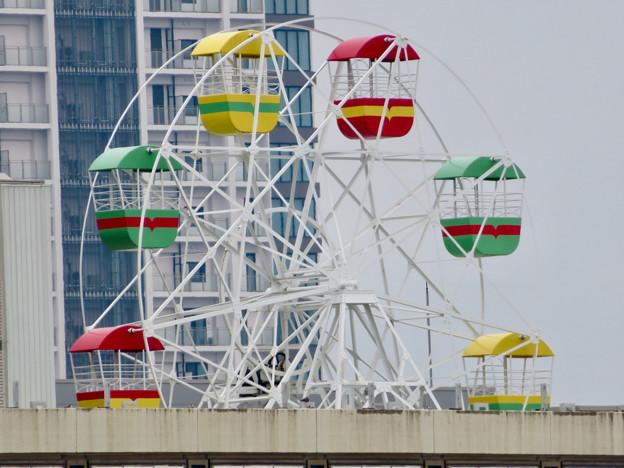 オアシス21「水の宇宙船」から見た名古屋三越栄店の屋上観覧車 - 2