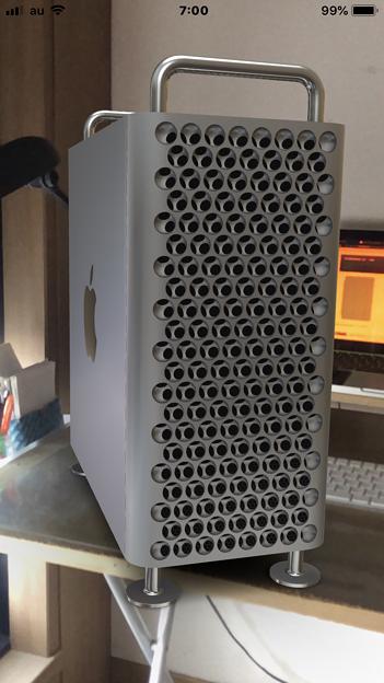 次期Mac Pro公式ページの機能でMac ProをiPhoneでAR表示 - 1