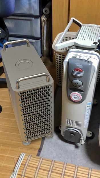 Photos: 新型Mac ProをARでオイルヒーターの横に表示