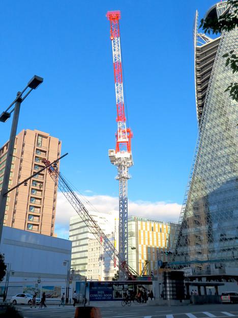 スパイラルタワーズ横の建設工事のクレーン - 3