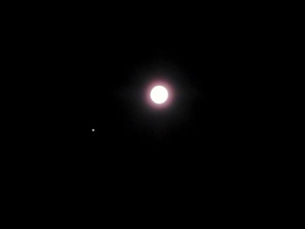並んで輝く木星と満月 - 3(2019年6月17日)