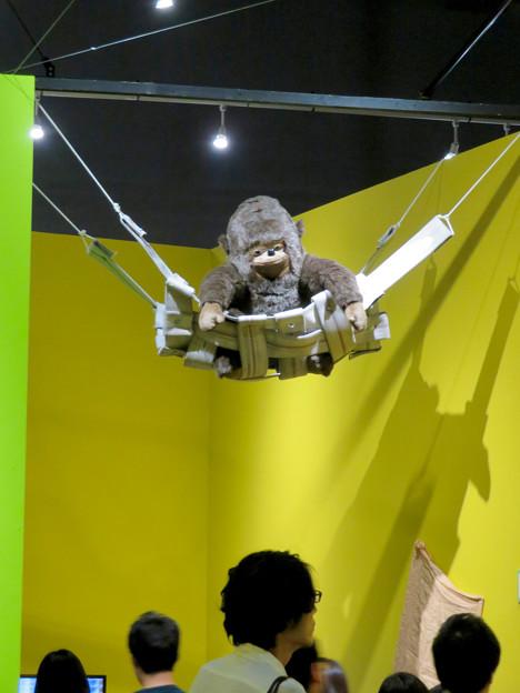 名古屋市科学館「絶滅動物研究所」展 No - 153:出口付近の上のゴリラの人形?
