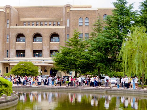 鶴舞公園納涼まつり 2019 No - 6:名古屋市公会堂前に集まってた沢山のポケモンGOをプレイする人たち