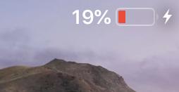 iOS12:残量20%以下の時は電池アイコンが緑にならず右端に充電中のマーク - 2