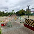 Photos: 台風10号の影響で倒れてた桃花台線撤去工事現場の柵(2019年8月15日) - 1