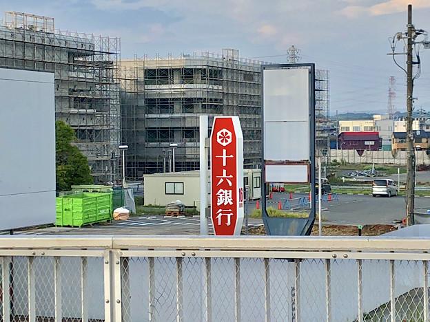 解体工事中の旧・ザ・モール春日井(2019年8月16日) - 20:マクドナルド ザ・モール春日井店の建物がなくなる
