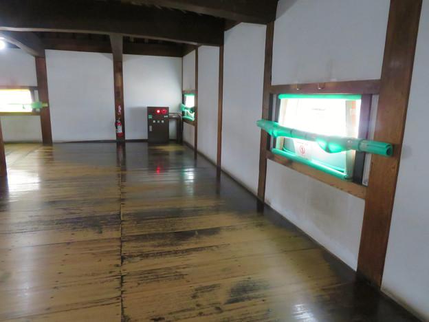 天守保蔵工事中の犬山城(2019年8月18日) - 11:封鎖された窓(天守内部から撮影)